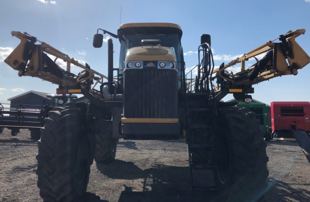 2012 RoGator 1100 Sprayer