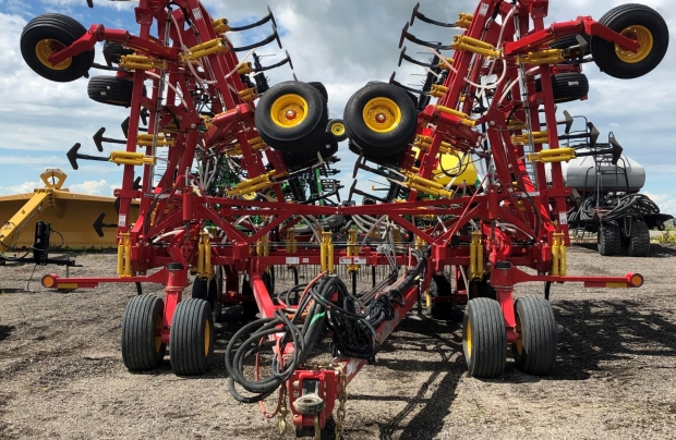 2019 Bourgault 9500 60' Chisel Plow