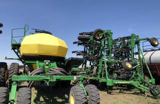 2013 John Deere 1870 56' Drill With 1910H TBH Air Cart