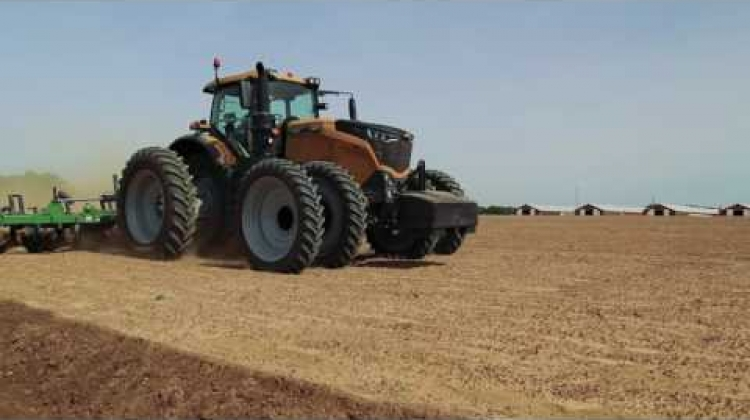 Challenger 1000 Series | Now that's Intelligent Farming