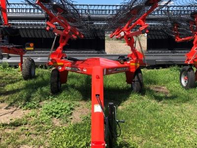 2020 Kuhn SR112 12 Wheel Rake