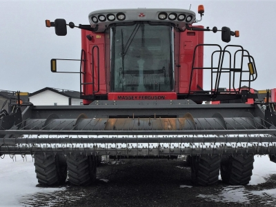 2014 Massey Ferguson 9560 Combine with pick-up header