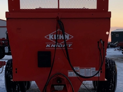 Kuhn PS160 Vertical Beater Manure Spreader