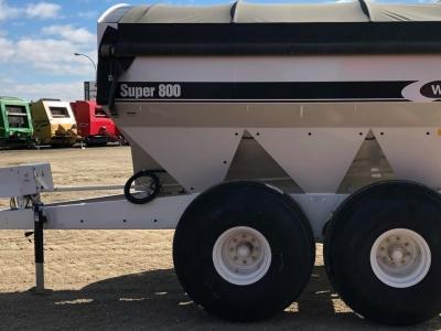 2020 Willmar Super800 Fertilizer Spreader