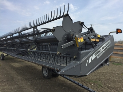 2015 Massey Ferguson 5300 40ft DynaSwath Windrower Header